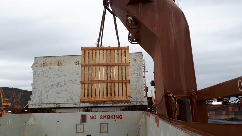 Transporte maquinaria grua